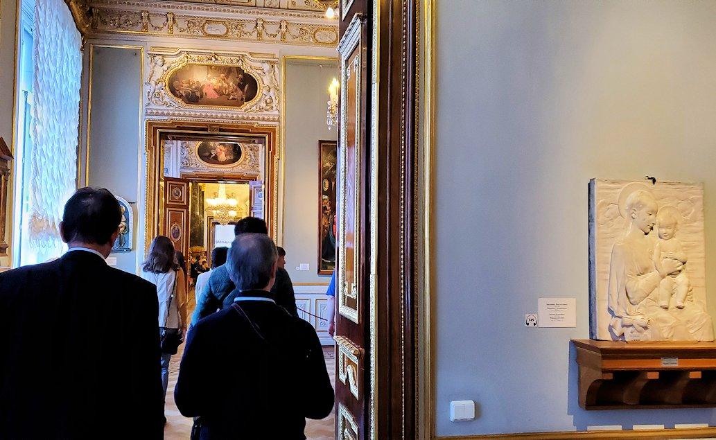 エルミタージュ美術館を進む