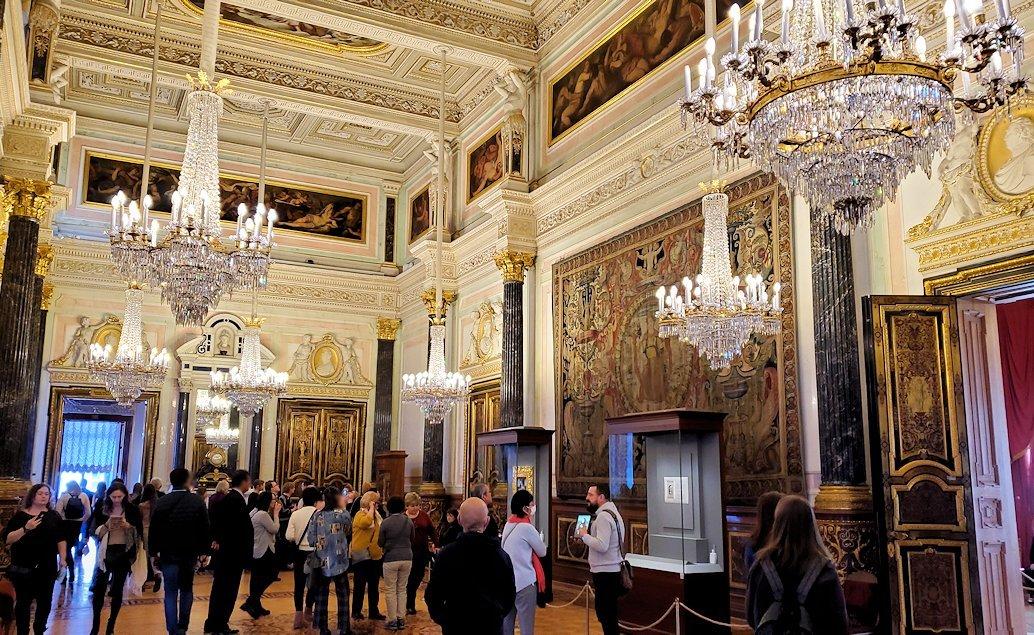 エルミタージュ美術館の「レオナルド・ダ・ヴィンチの間」に入る