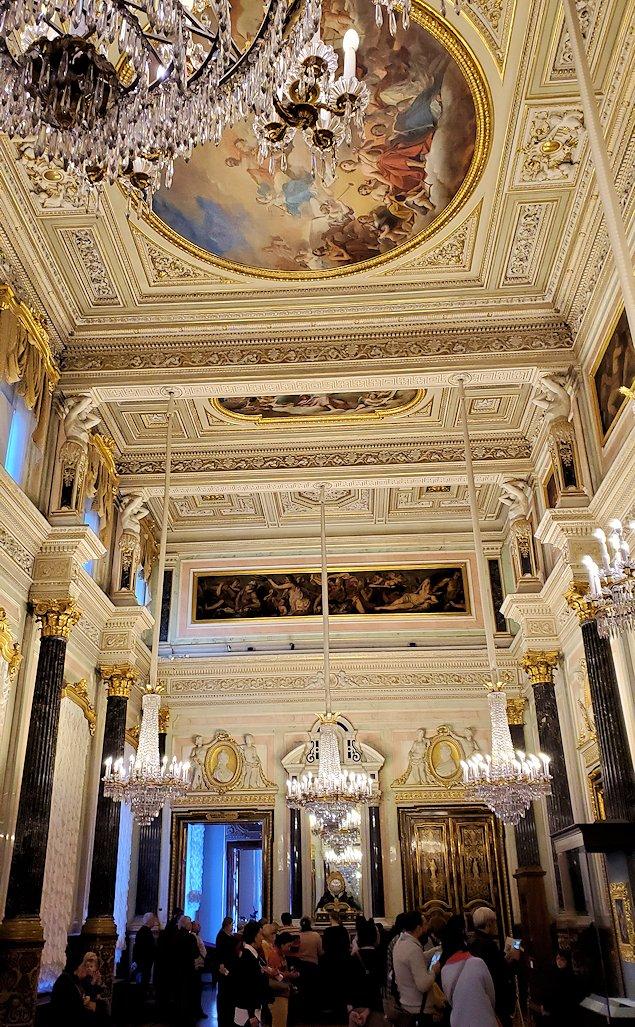 「レオナルド・ダ・ヴィンチの間」の天井