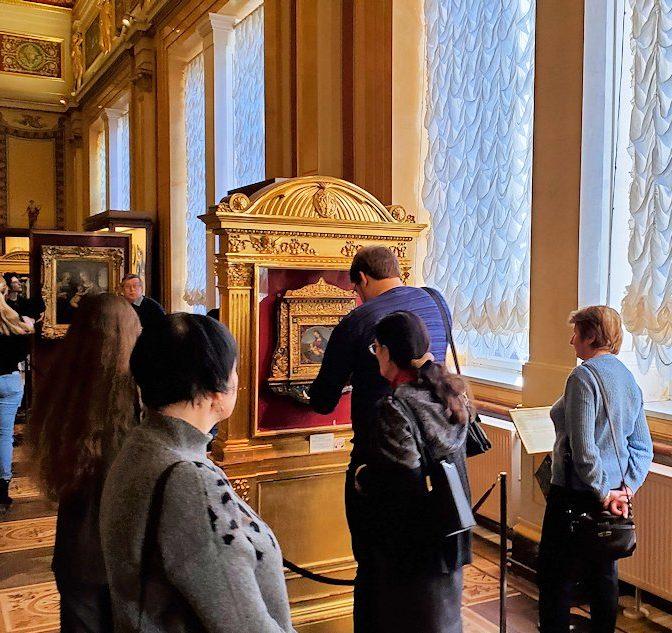 エルミタージュ美術館にある「ラファエロの間」に飾られているラファエロの絵画