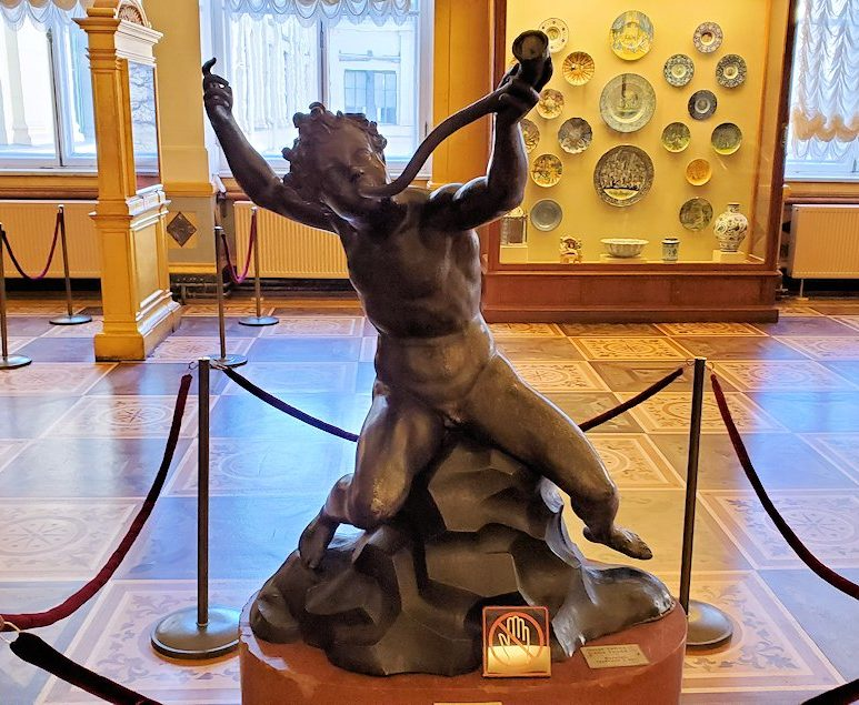 エルミタージュ美術館にある「ラファエロの間」に飾られている像