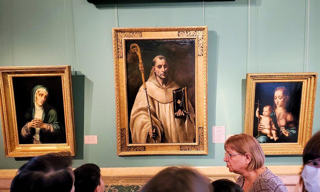 左:『聖母マリアの喪』 (The Virgin mourning (Mater Dolorosa)) by ルイス・デ・モラレス(Luis de Morales) 中央:『聖ベルナルド』 (St Bernard) by エル・グレコ(El Greco) 右:『紡ぎ車と聖母』 (The Virgin and Child) by ルイス・デ・モラレス(Luis de Morales)