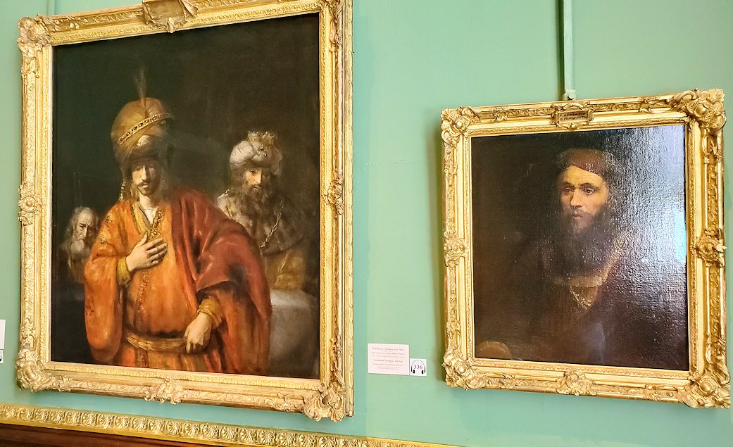 左:『運命を悟るハマン』 (Haman Recognizes His Fate(David and Uriah)) by レンブラント・ファン・レイン(Rembrandt van Rijn) 右:『男の肖像』 (Portrait of a Man) by レンブラント・ファン・レイン(Rembrandt van Rijn)