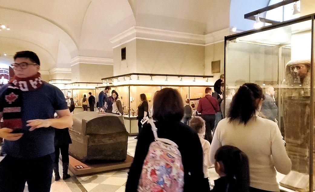 エルミタージュ美術館で「エジプト展」を見て回る