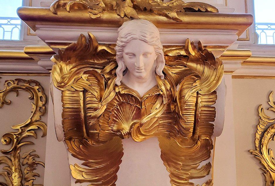 エルミタージュ美術館内に施されている装飾