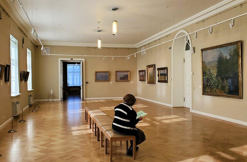 エルミタージュ美術館新館の4階にある「クロード・モネの間」
