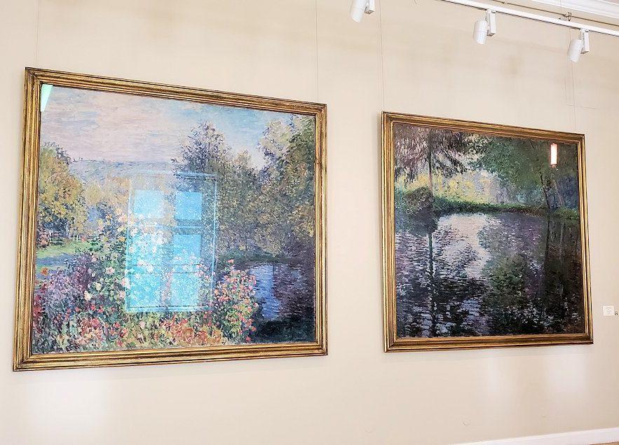 左:『モンジュロンの庭園の一郭』 (Corner of the Garden at Montreron) by クロード・モネ(Claude Monet) 右:『モンジュロンの池』 (Pond at Montgeron) by クロード・モネ(Claude Monet)