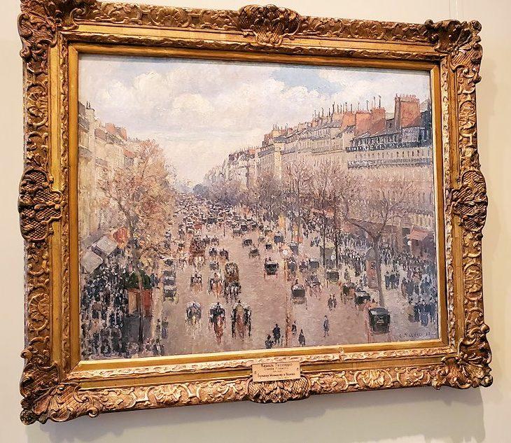 『モンマルトル大通り、日曜の午後 』 (Boulevard Montmartre in Paris) by カミーユ・ピサロ(Camille Pissarro)