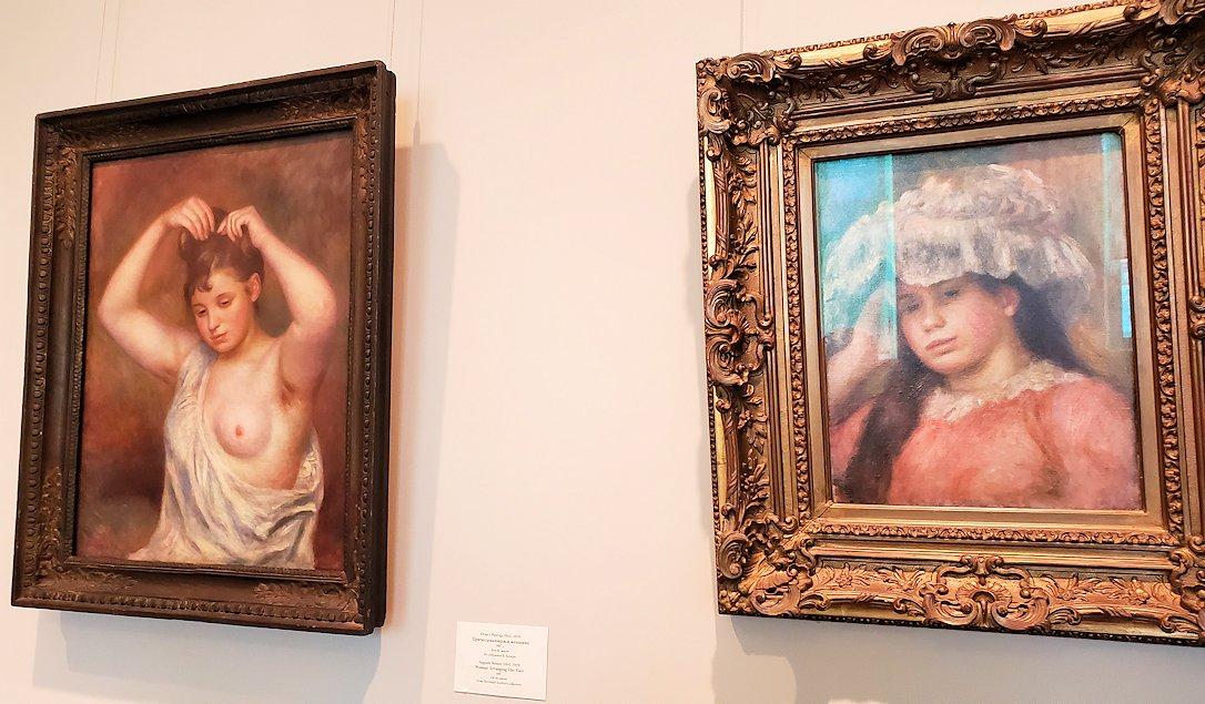 左:『髪を整える女性』 (Woman Arranging Her Hair) by ピエール・オーギュスト・ルノワール(Pierre-Auguste Renoir) 右:『帽子を被った若い女性』 (Young Girl in a Hat) by ピエール・オーギュスト・ルノワール