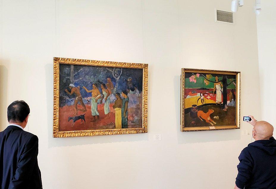 左:『タヒチでの生活の一幕』 (Scene from Tahitian Life) by ポール・ゴーギャン(Paul Gauguin) 右:『タヒチの牧歌』 (Pastorales tahitiennes) by ポール・ゴーギャン(Paul Gauguin)