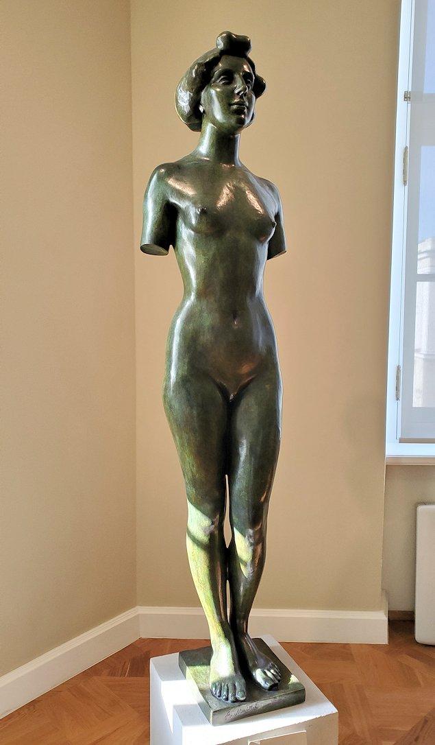 エルミタージュ新館の「ボナールの間」に飾られている女性の裸体像