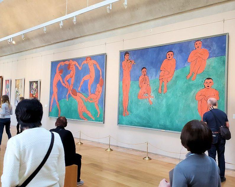 左:『ダンス』 (Dance) by アンリ・マティス(Henri Matisse) 右:『音楽』 (Music) by アンリ・マティス(Henri Matisse)