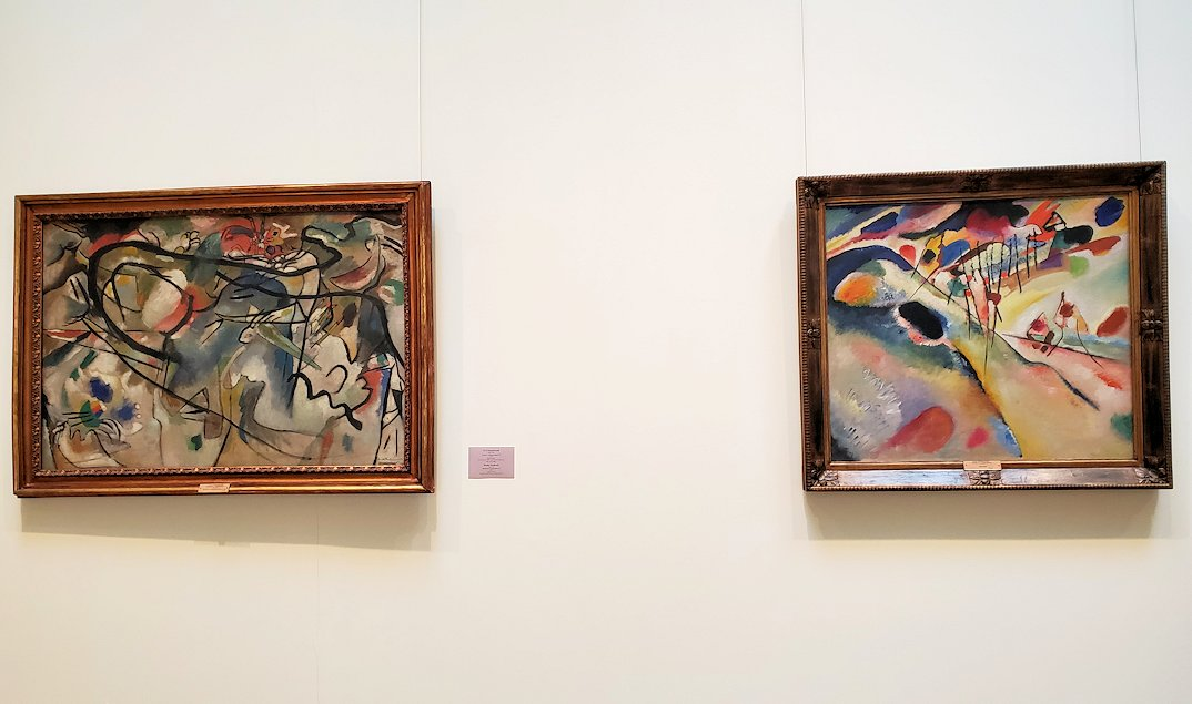 左:『コンポジション5のスケッチ』 (Sketch for Composition V) by ワシリー・カンディンスキー(Vasily Kandinsky) 右:『景色』 (Landscape) by ワシリー・カンディンスキー(Vasily Kandinsky)
