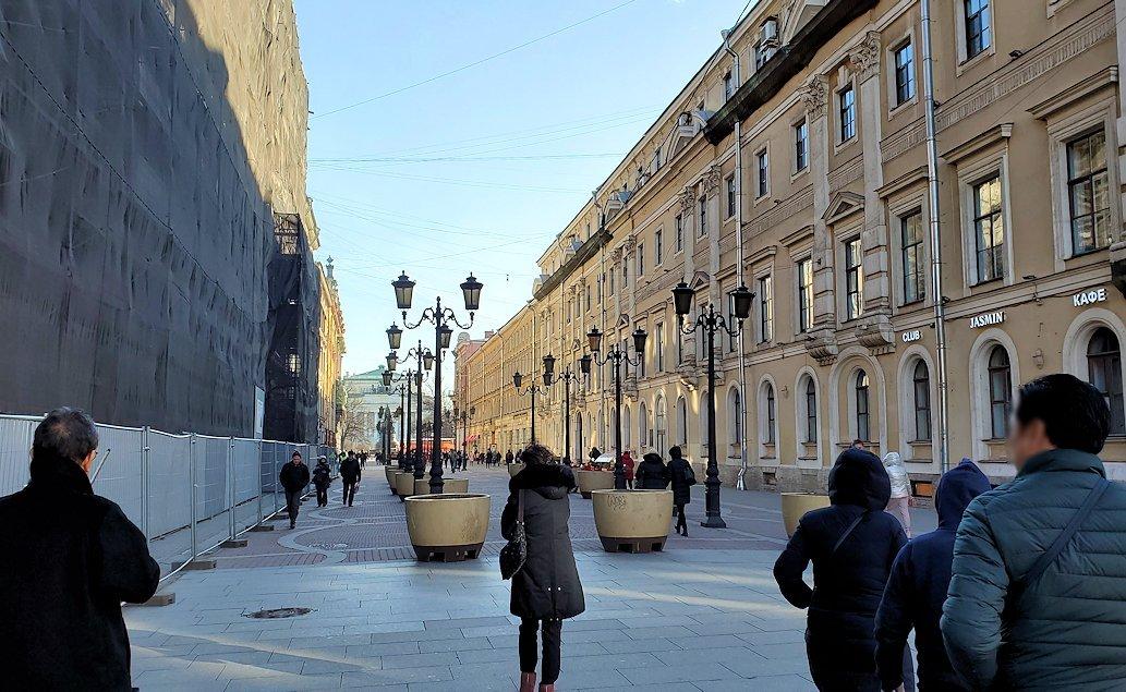 サンクトペテルブルク市内を歩く