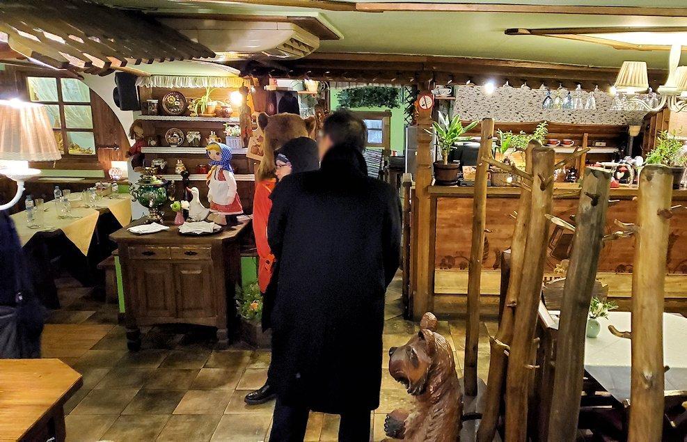 サンクトペテルブルク市内にあるレストラン【マシャ・イ・メドヴェジ】の中