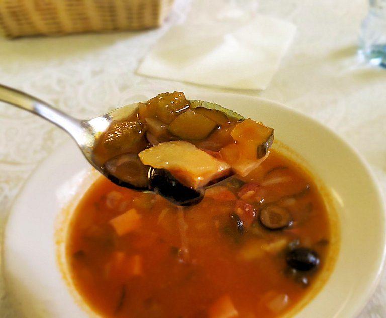 レストラン【マシャ・イ・メドヴェジ】で出てきたスープ-1