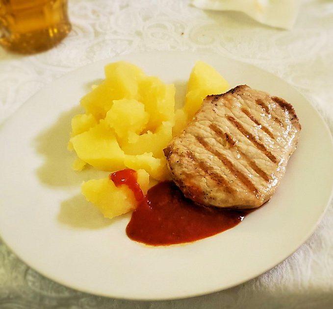 レストラン【マシャ・イ・メドヴェジ】で出てきたポーク肉