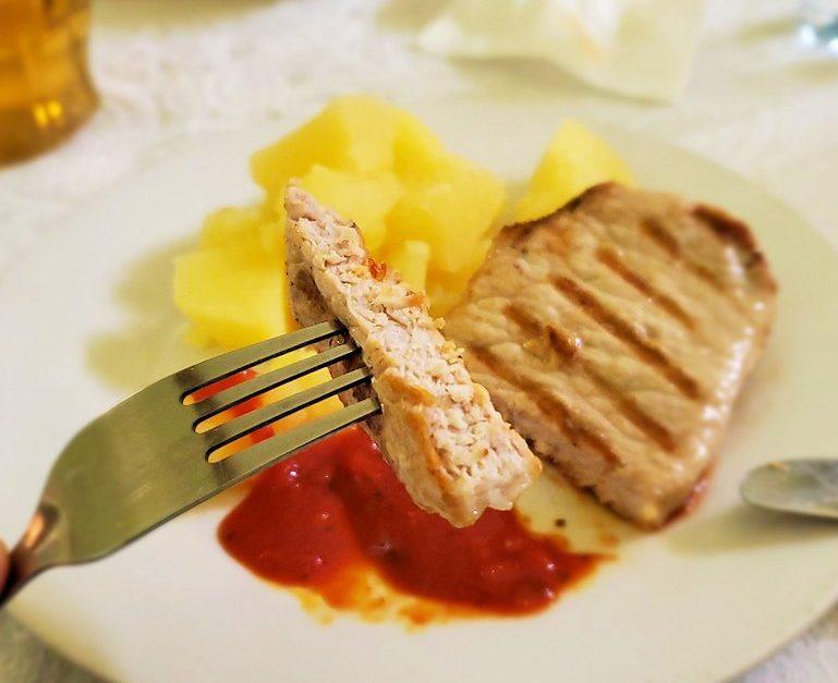 レストラン【マシャ・イ・メドヴェジ】で出てきたポーク肉-1