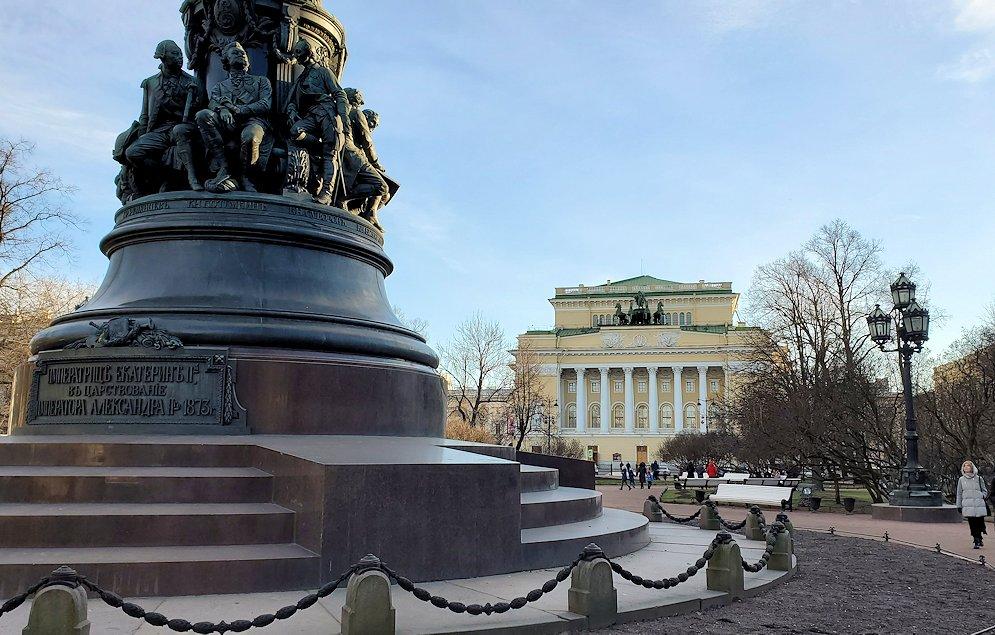 サンクトペテルブルク市内のネフスキー大通り沿いにある劇場