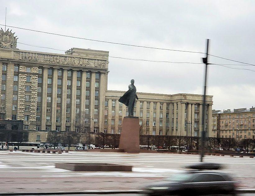 サンクトペテルブルク市内にあるレーニン像