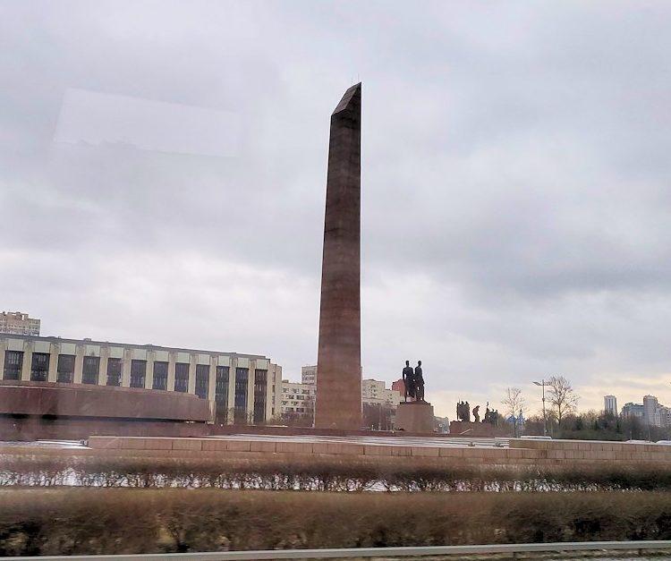 """サンクトペテルブルクにある""""大祖国戦争""""の戦勝記念碑-1"""