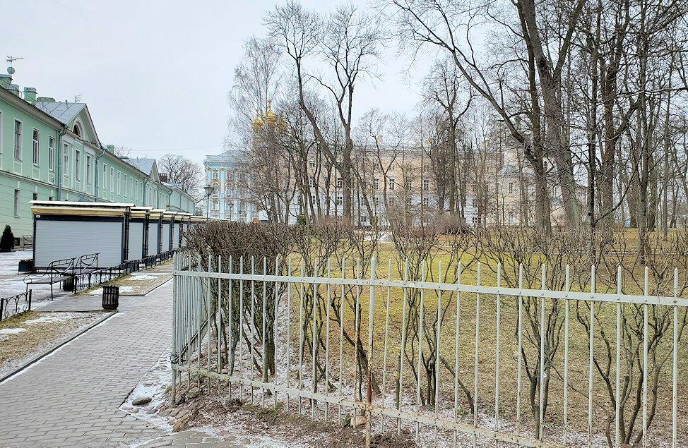 サンクトペテルブルク近郊にあるエカテリーナ宮殿に到着