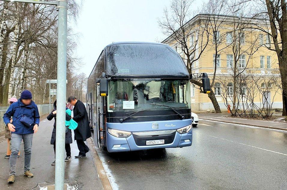 サンクトペテルブルク近郊にあるエカテリーナ宮殿に到着-1