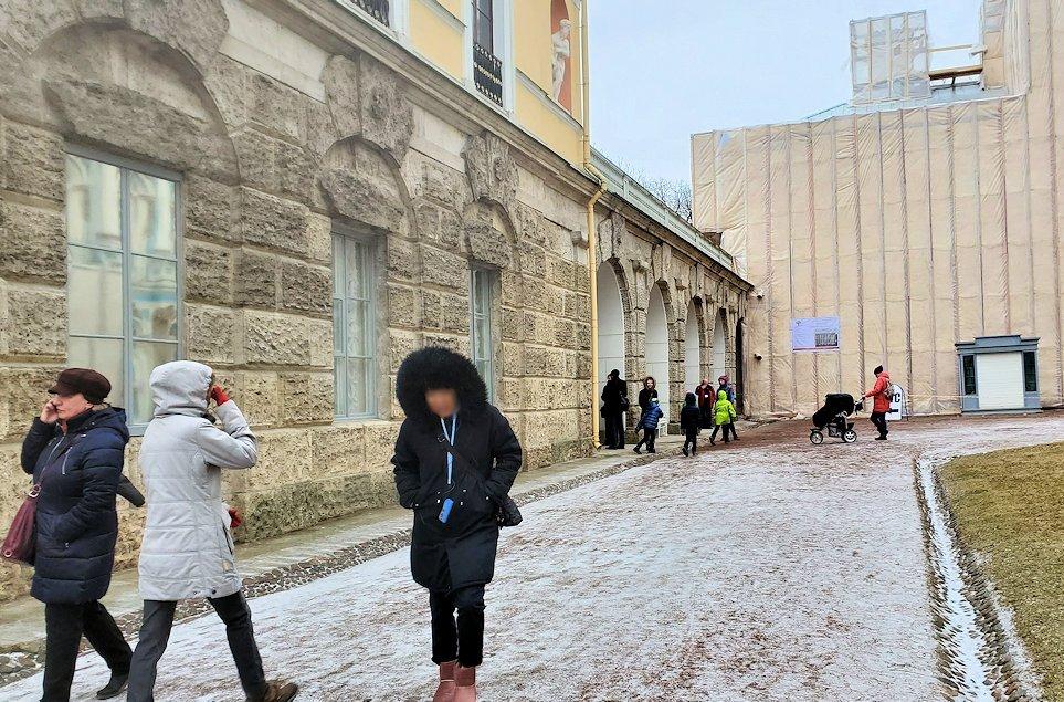 エカテリーナ宮殿前で時間待ち