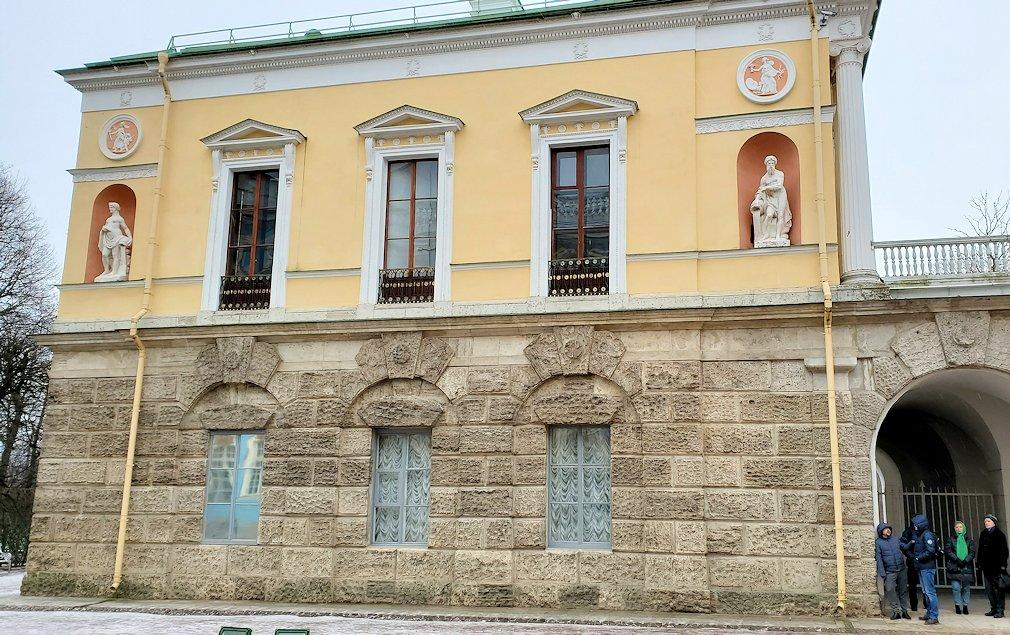 エカテリーナ宮殿の向かいにある建物