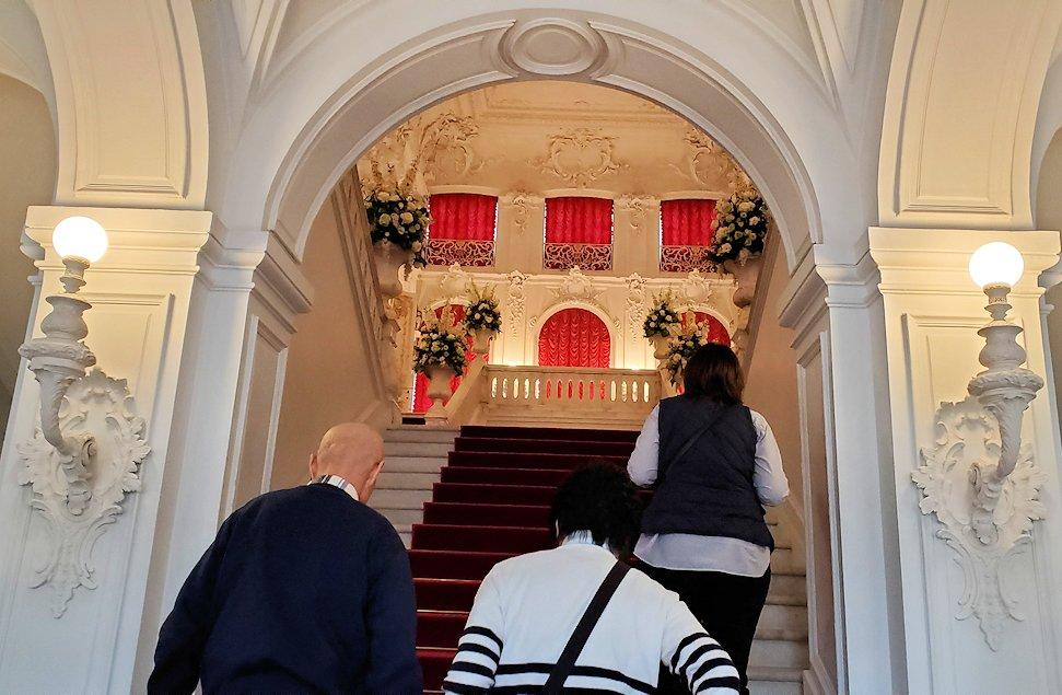 エカテリーナ宮殿の2階へと進む