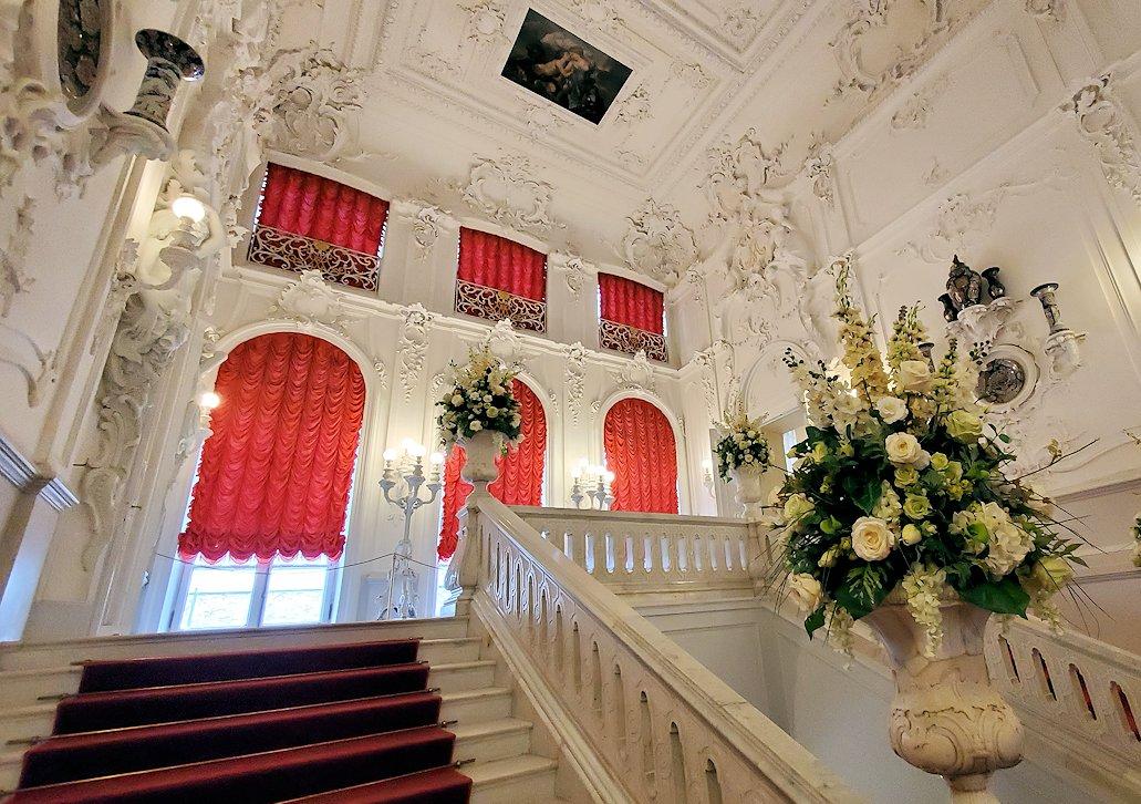 サンクトペテルブルクにあるエカテリーナ宮殿奥の階段