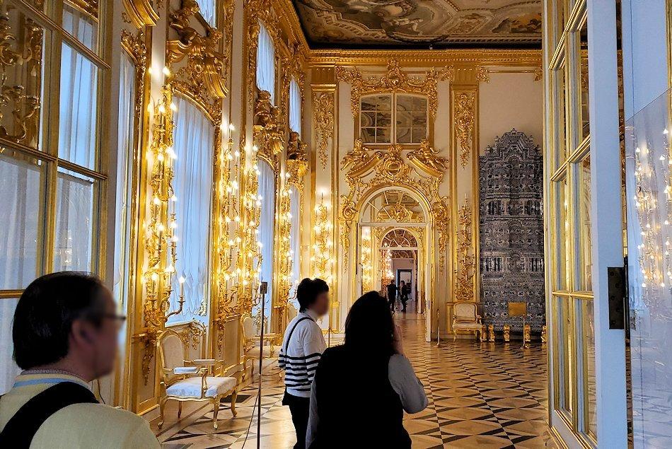 エカテリーナ宮殿の「第一控えの間」へと進む