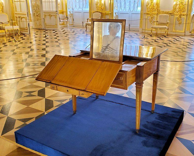 エカテリーナ宮殿の「第一控えの間」に置かれていたテーブル