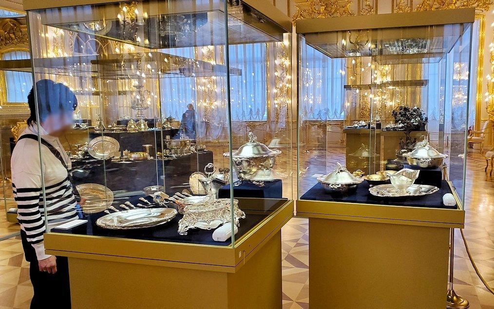 エカテリーナ宮殿の「第一控えの間」に飾られていた銀食器など