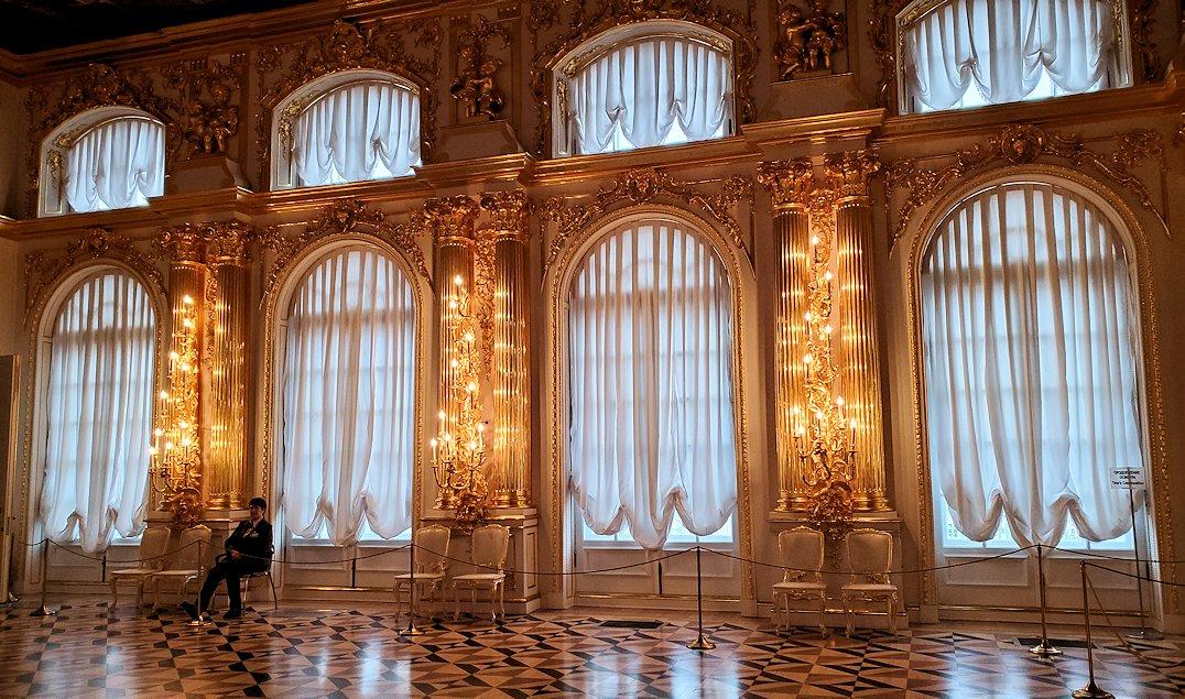 エカテリーナ宮殿の豪華なカーテン