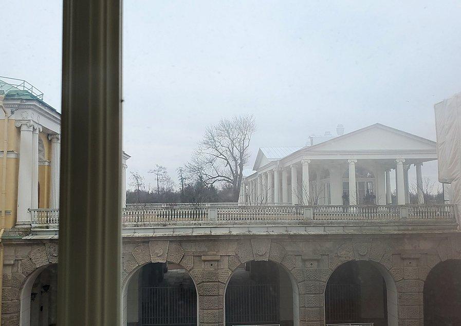 どんより空模様のエカテリーナ宮殿周辺