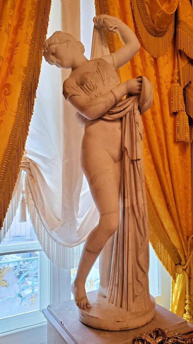 エカテリーナ宮殿の「リオンの間」に置かれていた像