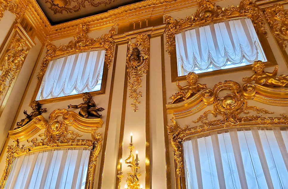 エカテリーナ宮殿の内装に使われている、金の装飾