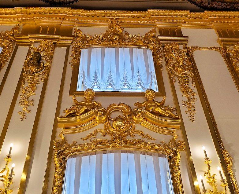 エカテリーナ宮殿の内装に使われている、金の装飾-1
