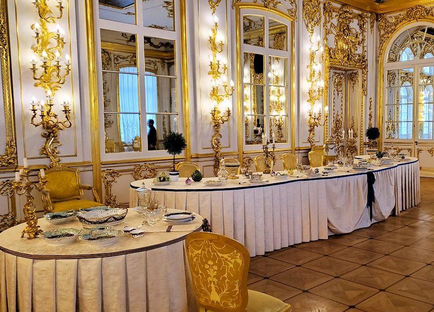 エカテリーナ宮殿の「騎士の食堂の間」のテーブル