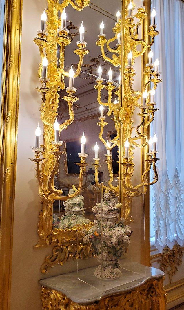 エカテリーナ宮殿の「白の主食堂」にあった照明
