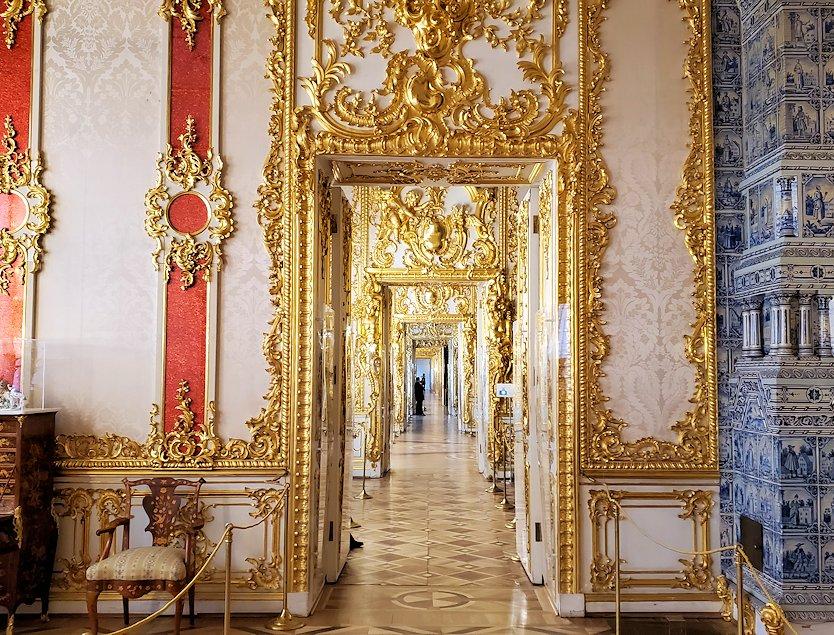 ガラガラ状態に空いているエカテリーナ宮殿内