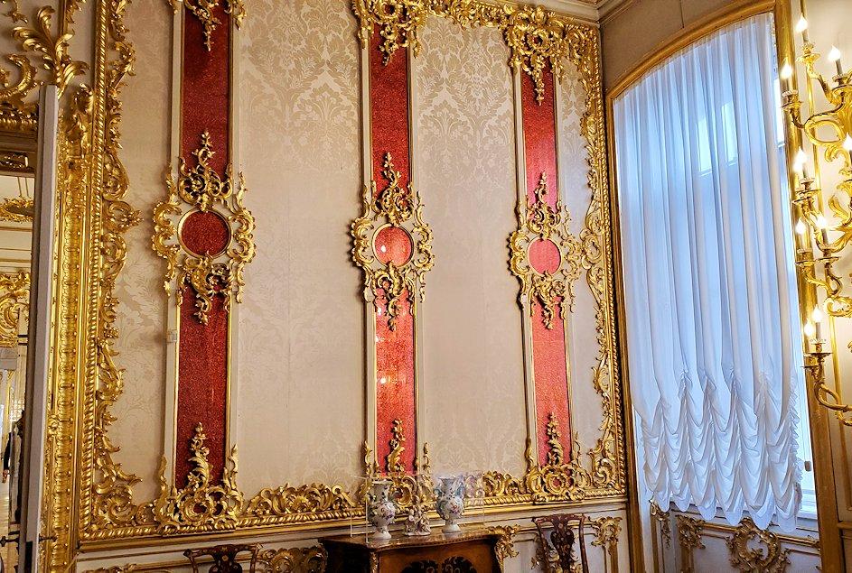 エカテリーナ宮殿内に置かれている、豪華な部屋の内装や装飾品