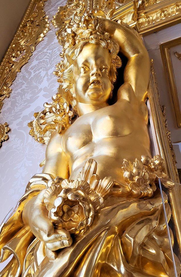 エカテリーナ宮殿で「肖像画の間」にあった天使の彫刻