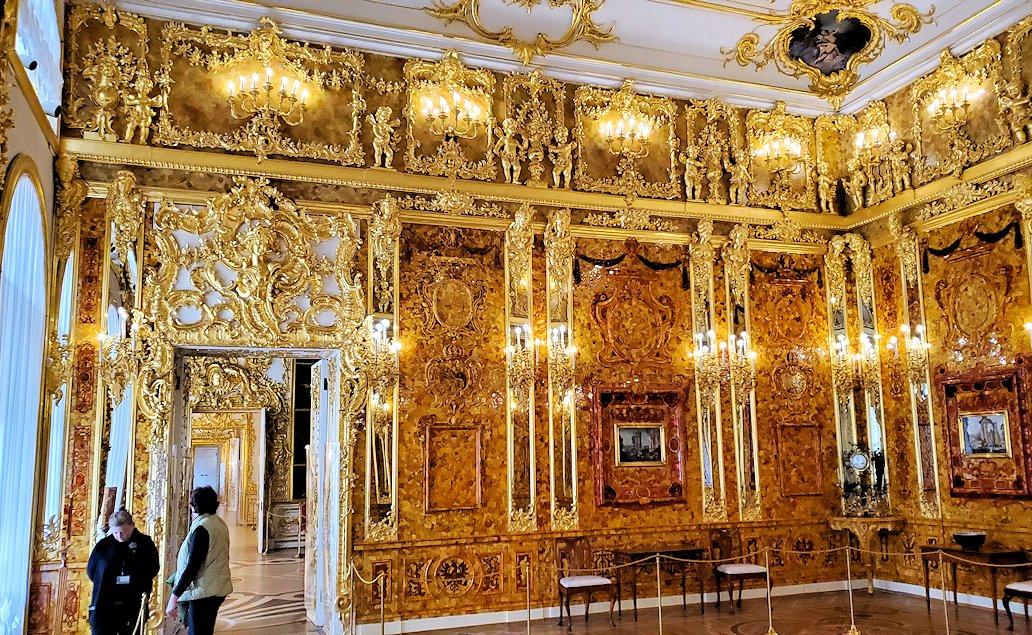 エカテリーナ宮殿の「琥珀の間」を訪れる
