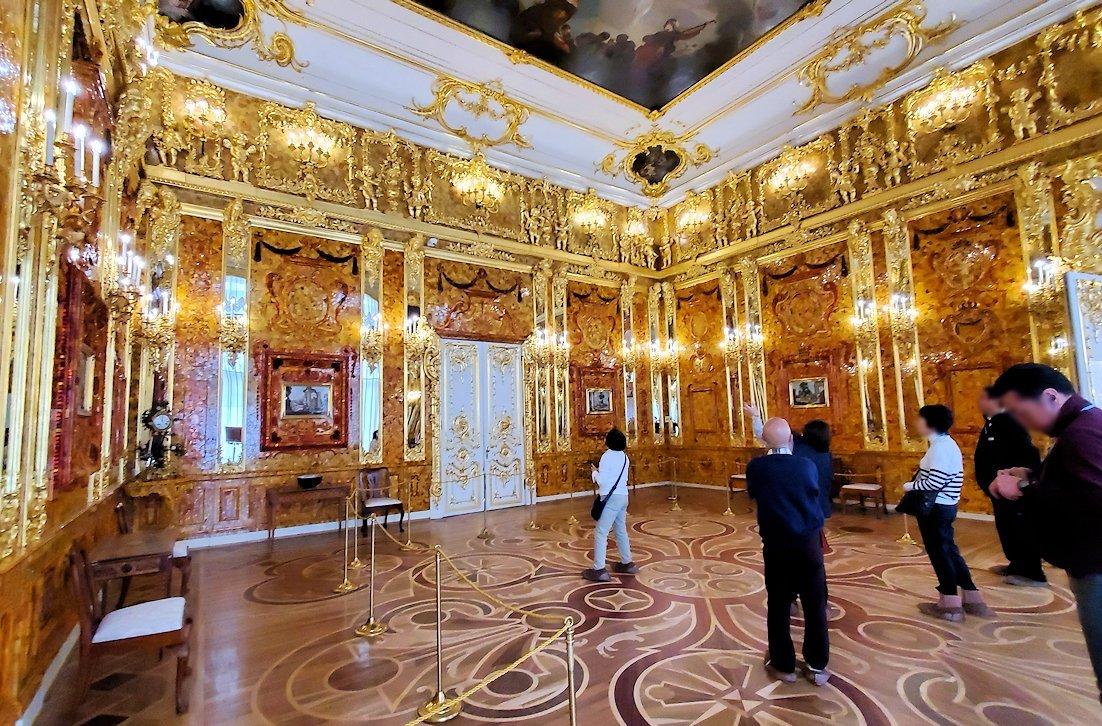 エカテリーナ宮殿で最も豪華な「琥珀の間」-1