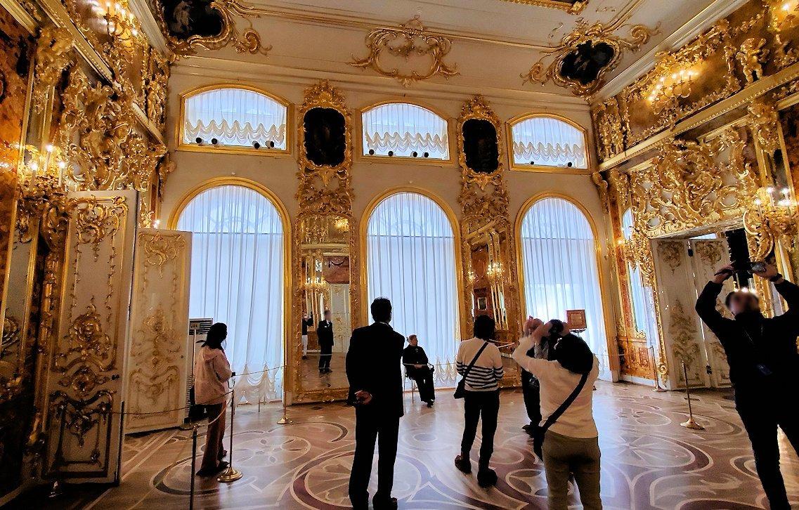 エカテリーナ宮殿で最も豪華な「琥珀の間」の内装-1
