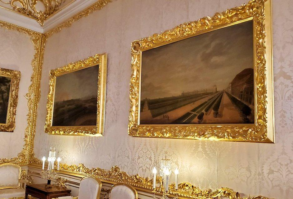 エカテリーナ宮殿の「小・白の食堂」の内装-1