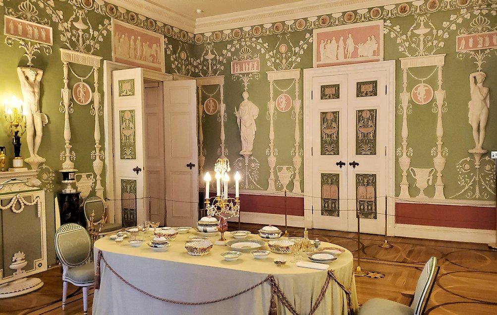 エカテリーナ宮殿の「緑の食堂」を見学する