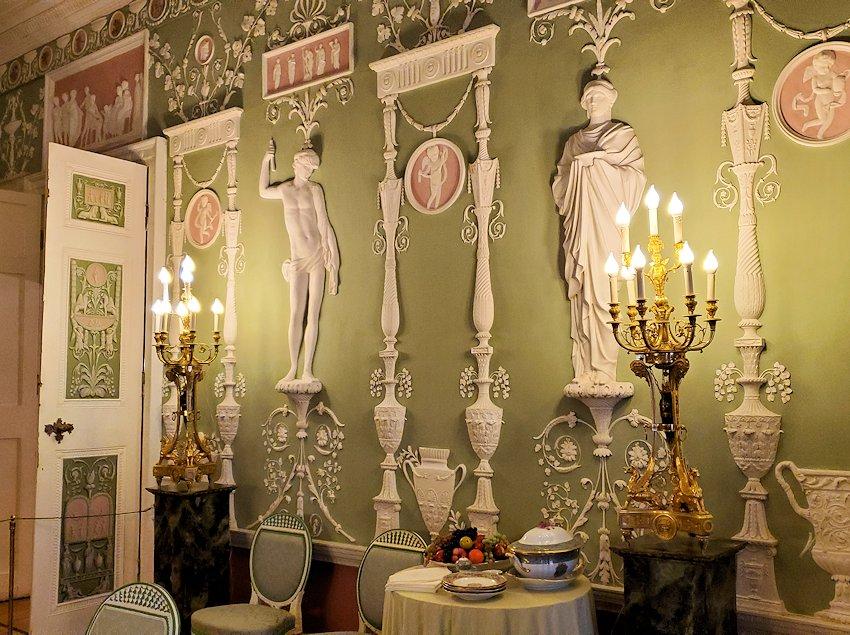 エカテリーナ宮殿の「緑の食堂」の内装-2